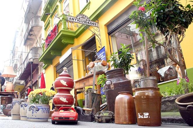 Objetos do Caminho dos Antiquários, em Porto Alegre